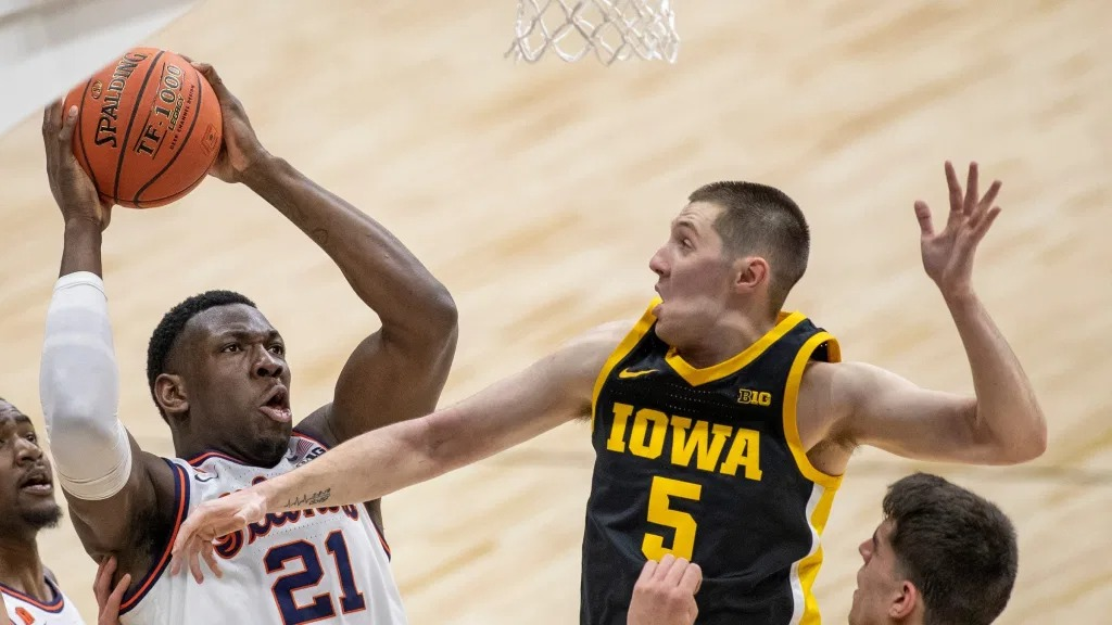 No. 3 Illinois gets past No. 5 Iowa, into Big Ten title game